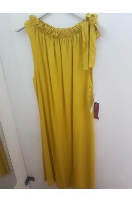 Jednoduché dámske šaty.