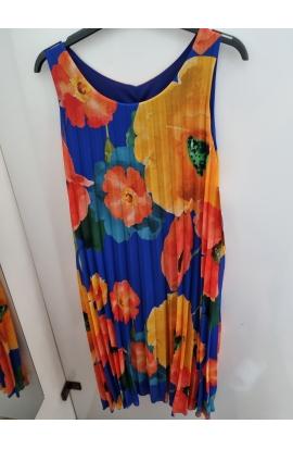 Farebné dámske šaty.